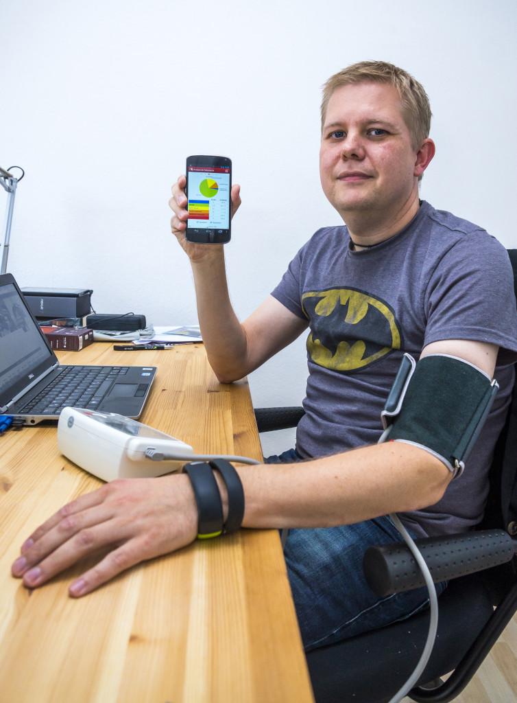 Andreas Schreiber protokolliert seine Daten täglich. (Foto: Kai Kapitän)